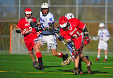 Lacrosse die de bal vangt Royalty-vrije Stock Afbeeldingen