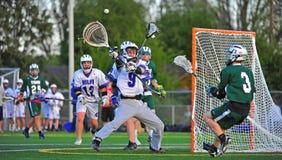 Lacrosse die goalie een pas blokkeert Royalty-vrije Stock Foto's