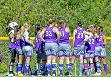 Lacrosse Team Getting Ready das meninas para um jogo Imagens de Stock Royalty Free