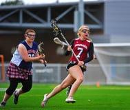 Lacrossemädchen in Bewegung Lizenzfreies Stockbild