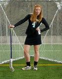 Lacrossemädchen mit Haltung Lizenzfreies Stockfoto