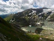 Lacs et paysage montagneux photographie stock libre de droits