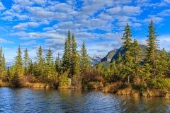 Lacs et support vermeils Rundle Photos stock
