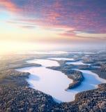 Lacs forest dans le jour d'hiver Images libres de droits