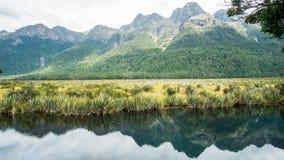 Lacs mirror le long de la route de Milford image libre de droits