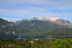 Lacs Patagonian et paysage de montagnes - Bariloche Photo libre de droits