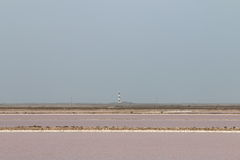 Lacs salt et phare de Faraman, Camargue, France Photographie stock libre de droits