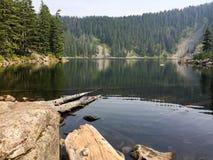 Lacs sur des montagnes Images stock
