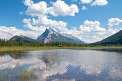 Lacs vermeils au loin Image libre de droits