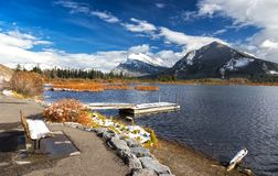 Lacs vermeils Autumn Panorama Banff National Park Alberta Canada Photographie stock