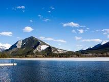 Lacs vermeils en parc national de Banff, Alberta, Canada Photo stock