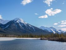 Lacs vermeils en parc national de Banff, Alberta, Canada Images libres de droits