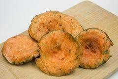 Lactarius Deliciosus do cogumelo do pinho vermelho na placa da cozinha Imagens de Stock Royalty Free