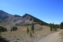 Ślad przy Krater jeziorem Zdjęcia Royalty Free