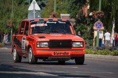Lada VAZ 2107 zlotny bieżny samochód Obraz Stock