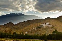 Ladakh-Kloster in den Himalajabergen stockbild