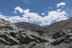 Ladakh landskap; kargt ökenterräng av Ladakh Arkivfoto
