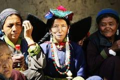 Ladakh lopp, asia, Indien, kvinnor, klänning, etnicitet, tre, tradition, ljust som är färgrik Arkivbilder