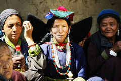 Ladakh, viaje, Asia, la India, mujeres, vestido, pertenencia étnica, tres, tradición, brillante, colorida Imagenes de archivo