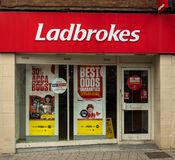 Ladbrokes bookmaker Swindon arkivfoto
