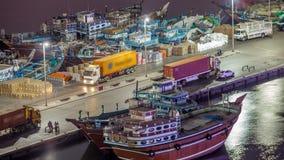 Ladda ett skepp i Port Said natttimelapse i Dubai, UAE lager videofilmer