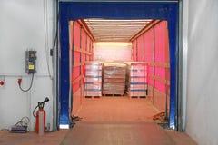 Ladda lastbilen royaltyfri bild