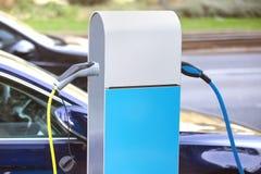 Laddande kolonn för elektrisk bil royaltyfri foto