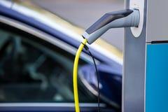 Laddande kolonn för elektrisk bil royaltyfria bilder