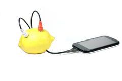 Laddande mobiltelefonbatterier Arkivfoton