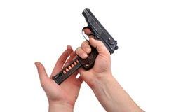 laddande pistol royaltyfria bilder