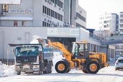 Laddarlokalvårdväg från snö Fotografering för Bildbyråer