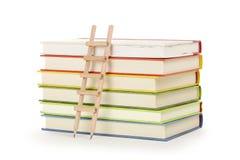 Ladder en boeken stock foto