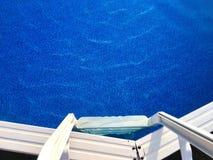 Ladder en Bovengronds Zwembad royalty-vrije stock afbeelding
