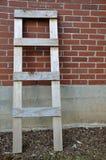 Ladder en de muur Stock Foto's