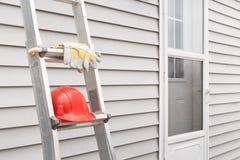Ladder, Handschoenen en Bouwvakker royalty-vrije stock foto's