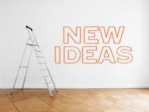 Ladder in lege ruimte met witte muur en houten vloer royalty-vrije stock foto