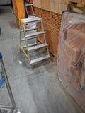 Ladder op een opslag royalty-vrije stock afbeelding