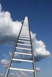 Ladders aan skyhigh succes Stock Foto's