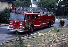 Laddervrachtwagen op brandoefening stock afbeelding