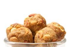 Laddoo asciutto dolce casalingo di frutti dell'India in ciotola di vetro Immagini Stock
