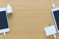 Ladegerät und Handy Stockfoto
