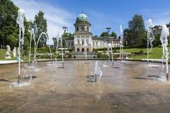 LADEK ZDROJ, ПОЛЬША - JUNI 05, 2017: Ladek Zdroj городок в Kl Стоковые Фото