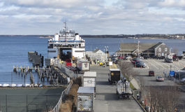 Laden der Nantucket-Dampferfähre stockbild