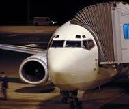 Laden des Flugzeuges lizenzfreies stockbild