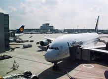 Laden Lufthansas Airbus Lizenzfreies Stockbild