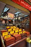 Ladenbesitzer verkauft Zusammenstellung des chinesischen konservierten Fleisches in Macao Lizenzfreie Stockbilder