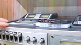 Ladende kompakte Kassette stock footage