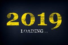 Ladendes neues Jahr 2019 auf Tafel Laden von 2019 neuem Jahr auf Tafel Weissen Sie Zeichnung: Neues Jahr 2019 ladend lizenzfreie stockfotos