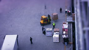 Ladenlebensmittel an Bord des Schiffs stock footage