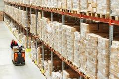 Ladeplattenablagefach-LKW am Lager lizenzfreies stockfoto